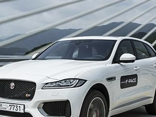 2016   F-PACE