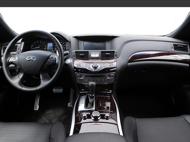Q70L 3.7 AWD 실내