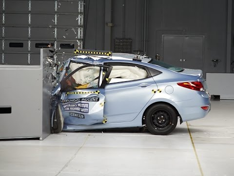 [IIHS] 2013 Hyundai Accent driver-side small overlap IIHS crash test