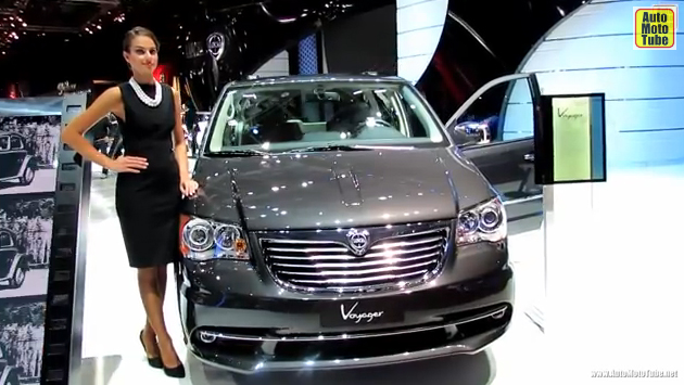 2013 Lancia Voyager - Exterior and Interior Walkaround - 2012 Paris Auto Show