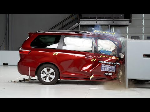 [ IIHS] 2018 Toyota Sienna passenger-side small overlap IIHS crash test