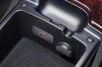 뒷좌석 센터 콘솔 USB 단자이미지
