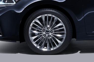 245/40R19 미쉐린 타이어 & 다크 스퍼터링 휠이미지