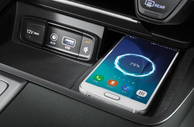 앞좌석 스마트폰 무선충전