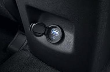 뒷좌석 USB 충전 단자