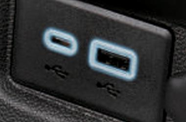 일루미네이팅 듀얼 USB 포트 (A타입 1개, C타입 1개)