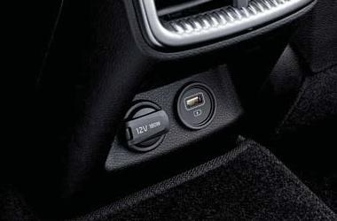 뒷좌석 USB 포트 (급속충전용)