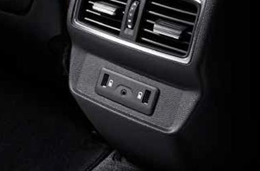 뒷좌석 2포트 충전 전용 USB 단자이미지